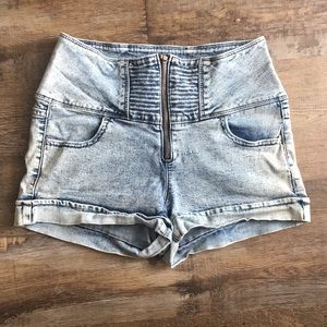 Light wash high waisted zip up jean short